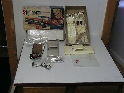 Amt Styline #s121 1/25  1961 Ford Hardtop W/ Extra Body