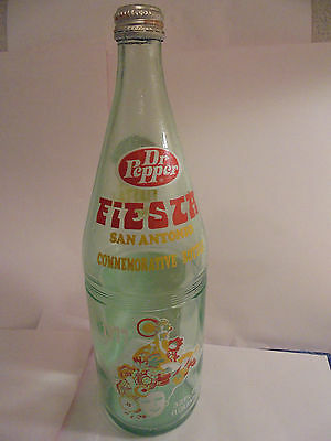 Dr Pepper 32 Oz Fiesta San Antonio 1977 Commemorative Bottle 1909 - 1976 Queens
