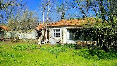 An old house with 2500 plot of land 28 km from Varna and the beach