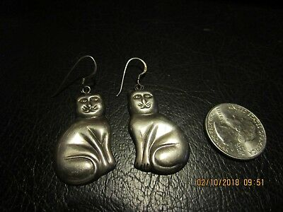 4d34b970051 Gorgeous Vintage Sterling Silver Detailed Sitting Cat Puffed Drop Earrings
