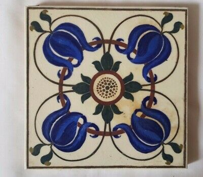 CHARMING arts & crafts 19TH CENTURY SYMMETRICAL FLORAL DESIGN TILE