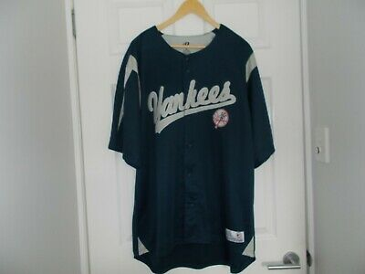 YANKEES Baseball Official Licenced shirt  XL BRAND NEW.