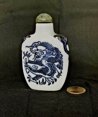 Chinese Qing Dynasty Dragon Snuff Bottle.Underglaze Blue-and-White Porcelain