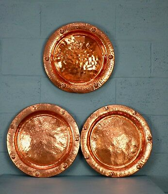 Set of 3 matching copper chargers, plates (100589)