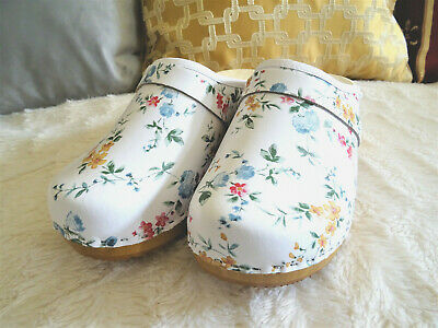 fcb032a1877e9a White and flowers Leather Swedish Clogs classic style wood clogs handmade  Toffel