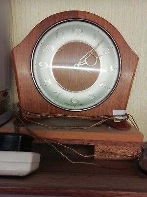 (339)     Mains Electric Wooden Mantle Peice Clok Made By Smiths(Uk)