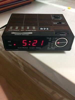 Vintage Electronic Clock Radio Am/fm Hong Kong Works Great