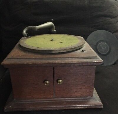 """Victor Victrola Phonograph  VV-VI 348096 12"""" Turn Table Free Record Included"""