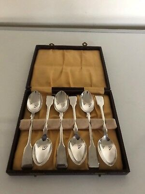 Lovely Cased Set Of 6 Solid Silver Fiddle Pattern Tea Spoons (Sheffield 1911)