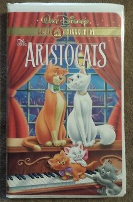 The Aristocats Walt Disney Gold Collection Clamshell VHS tape movie