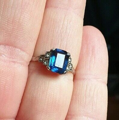 VINTAGE ART DECO SOLID 9ct GOLD blue stone surrounded by white top CLUSTER RING