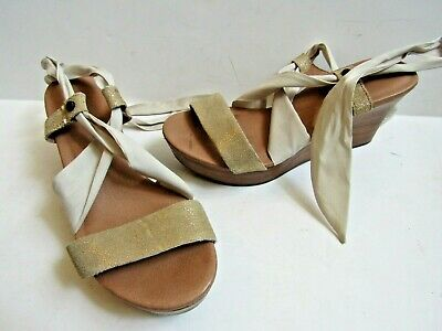 192afbe91ea0 UGG Jules Platform Wedge Strappy Open Toe Sandals Size US 5 Gold and Ivory