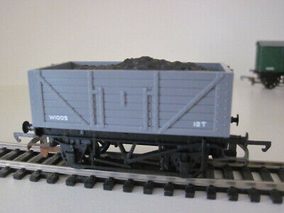 Model Train Grey Coal Wagon 00 Gauge with coal effect Made in England Unbranded