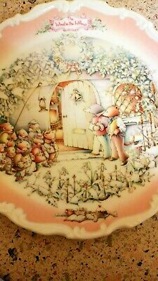 """Royal Albert Collectors Plate. The Wind In The Willows """"the Carol Singers"""""""