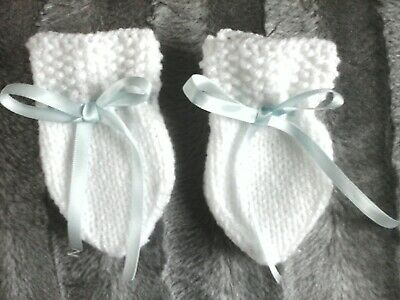 New Hand Knitted Baby Mittens, 0-3 Months gift/baby shower
