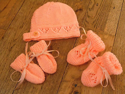 Brand New Hand Knitted Peach Baby Bonnet, Mitten, Booties Set 0-3/3-6/ 6-9 Month