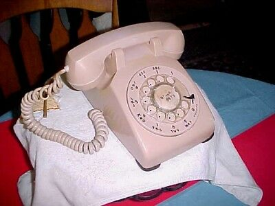 Western Electric 500 Beige Rotary Dial Desk Phone Clearly date 1960