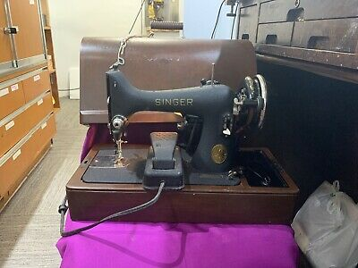 Singer Blackside 1940's Sewing Machine w/ Foot Pedal in Bentwood Case w/Key AG??