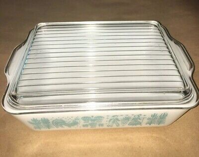 Vintage Pyrex Amish Butterprint Refrigerator Dish with Ribbed Lid