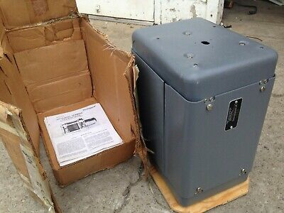 TECHNIPOWER Motor Driven VARIAC AUTOTRANSFORMER TYPE W20HG2D8CKM (NEW Old Stock)
