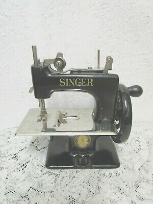 VINTAGE SINGER MINI Sewing Box Accordion Style Wooden Fold