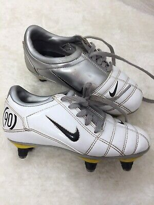 new arrival 8a862 79a5d Nike Total 90 III Junior football boots in White   silver.