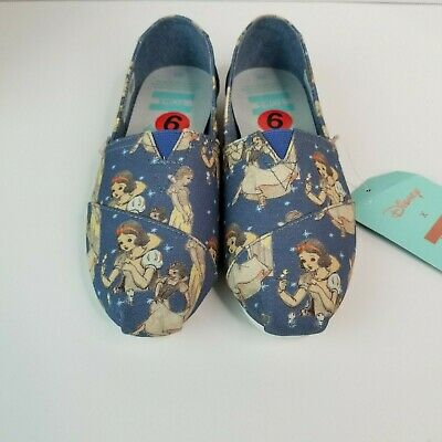 TOMS WOMENS CLASSIC BLUE SNOW WHITE PRINTED CANVAS SIZE  6.5 rare discontinued