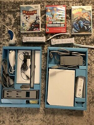 Nintendo bundle Wii White Console w/3 Controllers and 4 Games