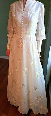 Vintage 1970s Custom Made Wedding Gown Dress Embroidery Beautiful Ornate
