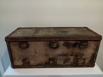 Wood Vintage Chest Box Crate With Lid Top In Really Good Old Rusty Looking...
