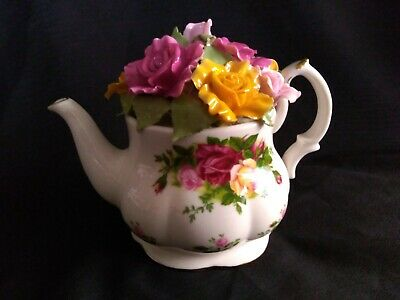 Royal Albert Old Country Roses Teapot Bouquet Music Box near mint