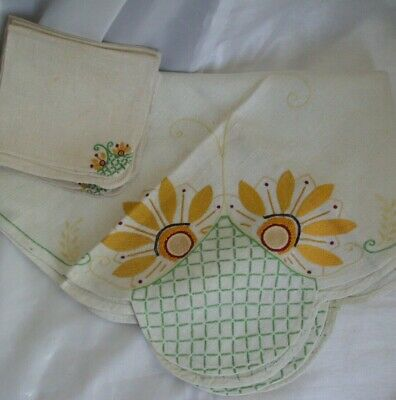 Vintage Linen Set Tablecloth & 4 Matching Napkins Off-White Daisy needlepoint
