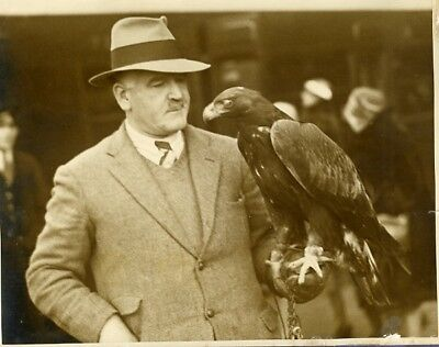 Captain Knight his Pet Golden Eagle Globe-trotter Waterloo Station Photo 1929'