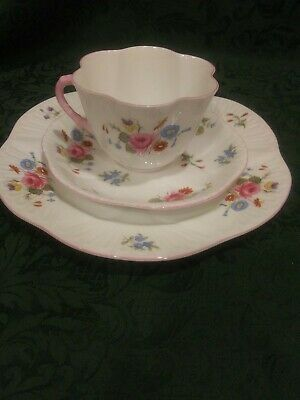 """Shelley Bone China """"Rose And Red Daisy Plate Cup And Saucer (Made In England)"""