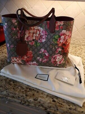 78bcf12a9ffc GUCCI Antique Rose GG Supreme Monogram Blooms Print Reversible Tote Bag
