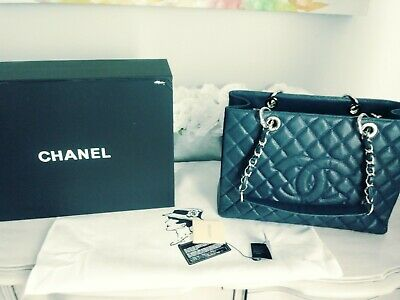 981d1310185a 100% Authentic New Chanel GST XL Grand Shopping Tote in Navy/ No Reserve!