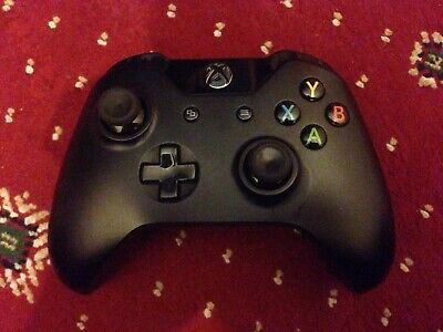 Official Microsoft Xbox One Wireless Controller, with Gioteck Charging Cover