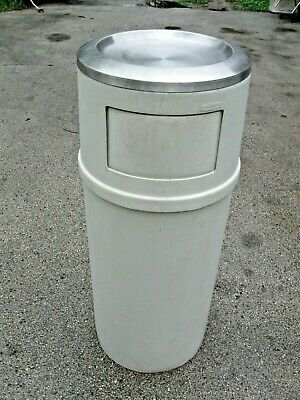 RUBBERMAID 21 Gallon Commercial Trash Can With Ashtray and Closing Doors-Diner!!