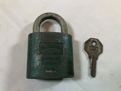 VINTAGE ANTIQUE YALE & TOWNE JUNIOR BLUE PADLOCK COLLECTIBLE with key
