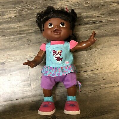 HASBRO AFRICAN AMERICAN BABY ALIVE DOLL~BABY WANNA WALK with CLOTHES /& BOOKLET