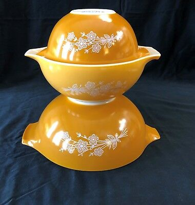 Pyrex Butterfly Gold Cinderella Mixing Bowls Vintage set of 3 442 443 444 spray