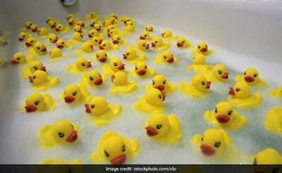 200 WHOLESALE Yellow Rubber DUCKS Squeaky Bath Toys Water Play Toddler DUCK UK,