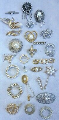 28de3e7f8 AMAZING Lot of 25 Vintage FAUX-PEARL & Rhinestone Pins BROOCHES Mixed Ages  ...