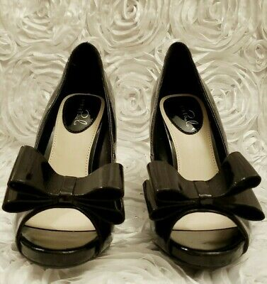 7c444489278 STUDIO PAOLO WOMEN'S Patent Leather Cute Peep Toe *Accent Bow* Heels Size 6M