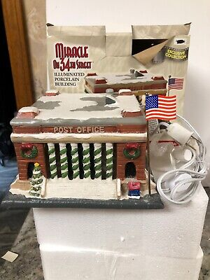 NEW Miracle On 34Th Street Post Office US FLAG Christmas Village Light Building