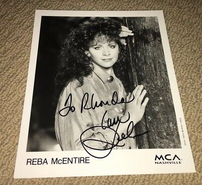 REBA McENTIRE - SIGNED 8X10 PROMO PHOTO! AUTOGRAPHED COUNTRY MUSIC STAR! RARE!!
