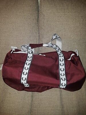 2490110f0 FRED PERRY Barrel Bag Taped Track Carry Shoulder Maroon barrel Bag BNWT
