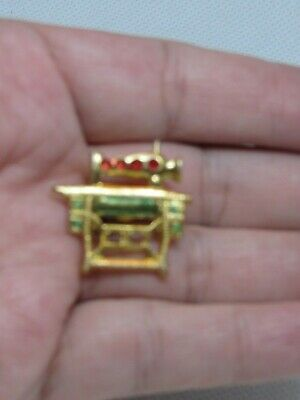 Vintage Miniature Gold Tone sewing Machine Pin Gold tone C clasp # 8.3134