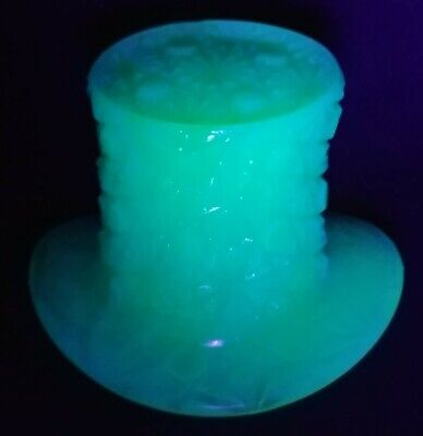 Collectible Boyd Top Hat Powder Blue Cobaline Uranium Glass Button and Daisy
