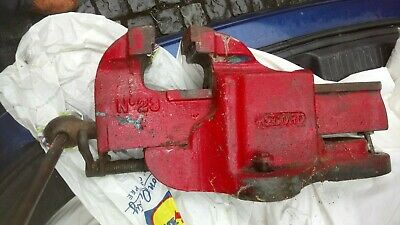Very large & heavy Record No 23 engineers metalwork vice